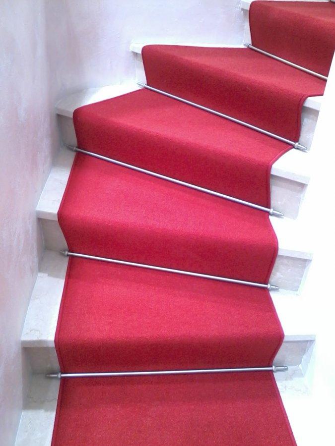 Moquette per scala interna foto lavori eseguitizerbini - Moquette per scale ...